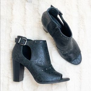 Simply Vera Vera Wang Ankle Bootie Perp Toe 9M